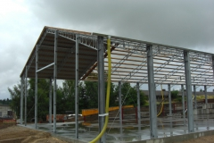 Hackschnitzel-Halle: Das Dach der Halle wird eingedeckt.